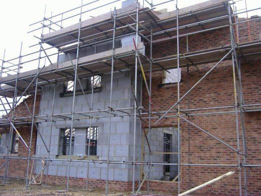 Thin joint mortar construction